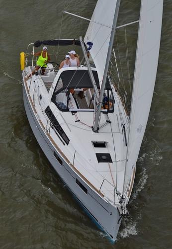 Beneteau Oceanis 35 Overhead Sailing