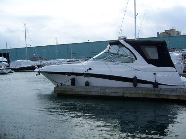 Four Winns 378 Vista at the dock