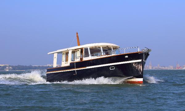 Rhea Marine 36 Sedan