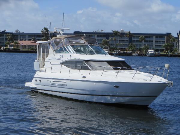 Cruisers Yachts 4450 Motoryacht The Fast Lane