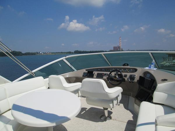 Flybridge Seating and Helm
