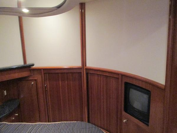 Mid-ship to Starboard Master Suite
