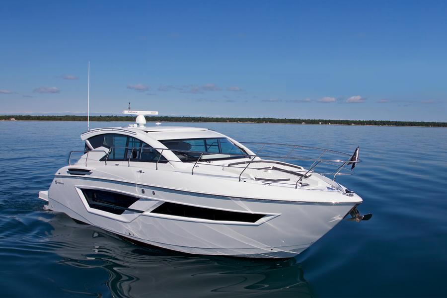 Cruisers Yachts Boat