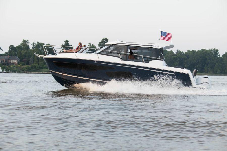Jeanneau Boat