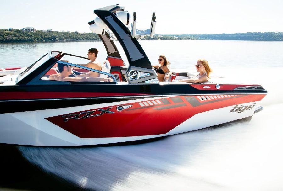 Tige Boat