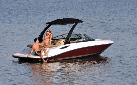 Sea Ray 210 SLX: Bowrider with Wow