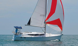 Hunter 33: A Stronger, Roomier Production Sailboat