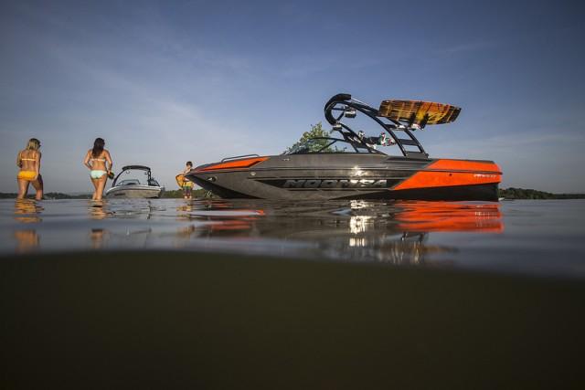 Moomba Mondo: Little Giant Tow Boat