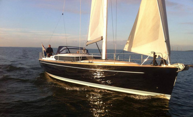 Contest 42 CS: A Sailboat for Cruising and Racing