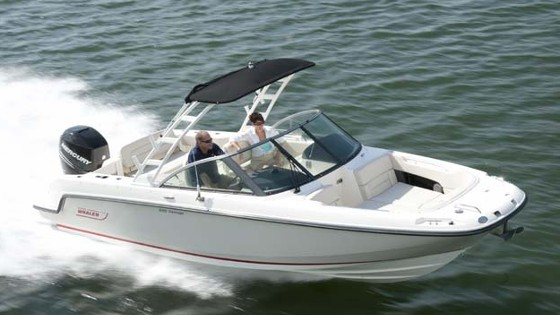 Boston Whaler 230 Vantage: A Dual Console Whaler for Watersports
