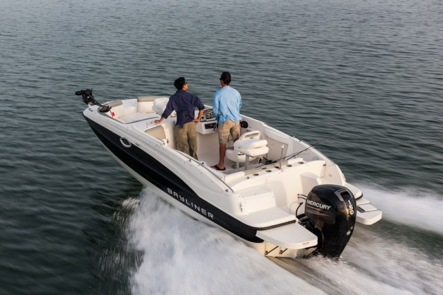 Bayliner 210: Deckboat with an Improved Attitude