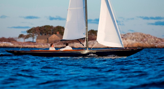 C. W. Hood 32: A Classic Daysailer with Modern Advantages