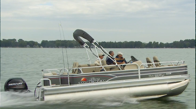 Sun Tracker Fishin' Barge 22 XP3: Video Boat Review