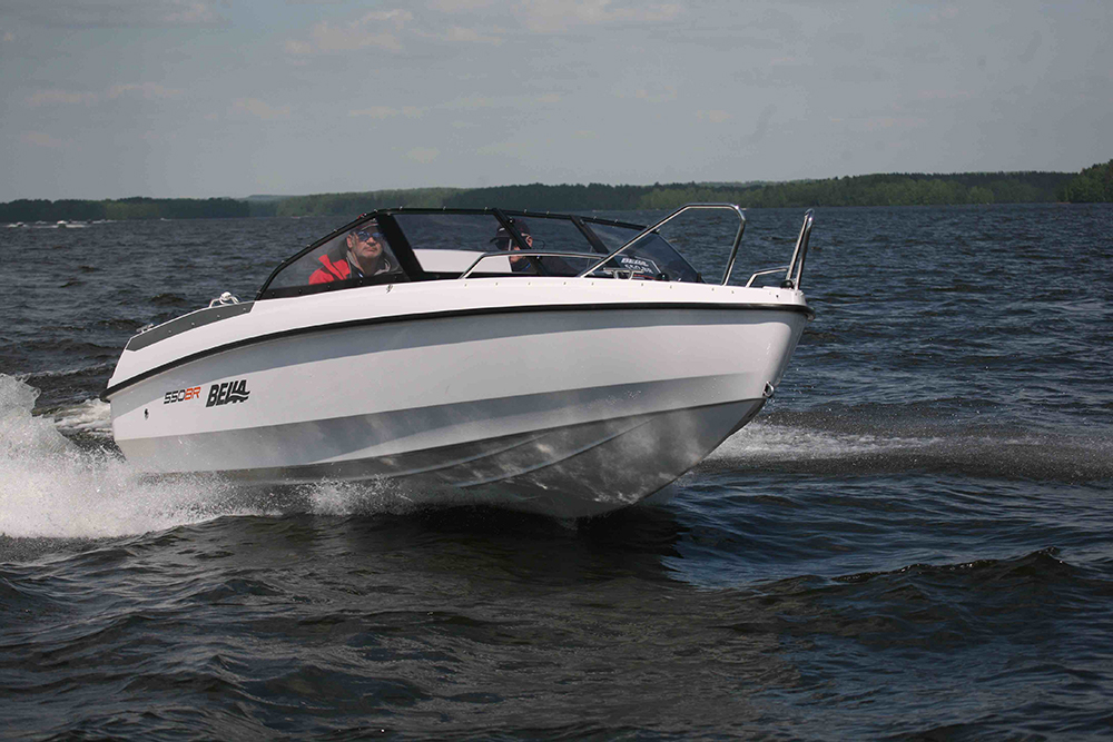 20-foot powerboats: Bella 550BR