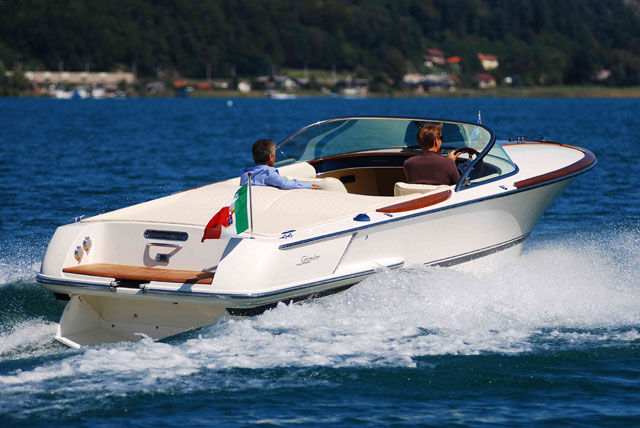 A guide to environmentally-friendly powerboating