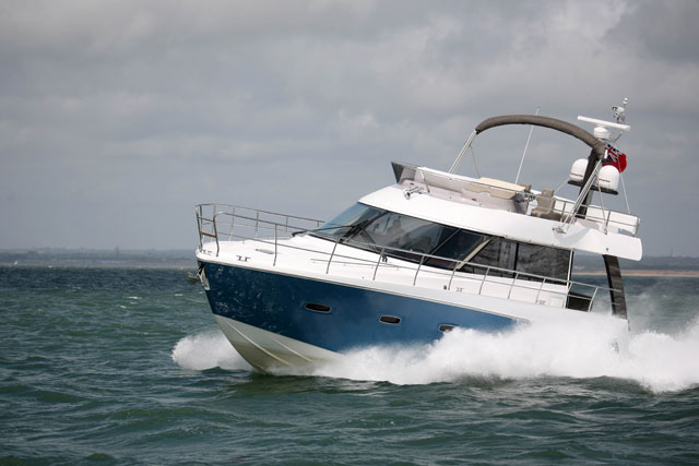 Sealine F48 turning