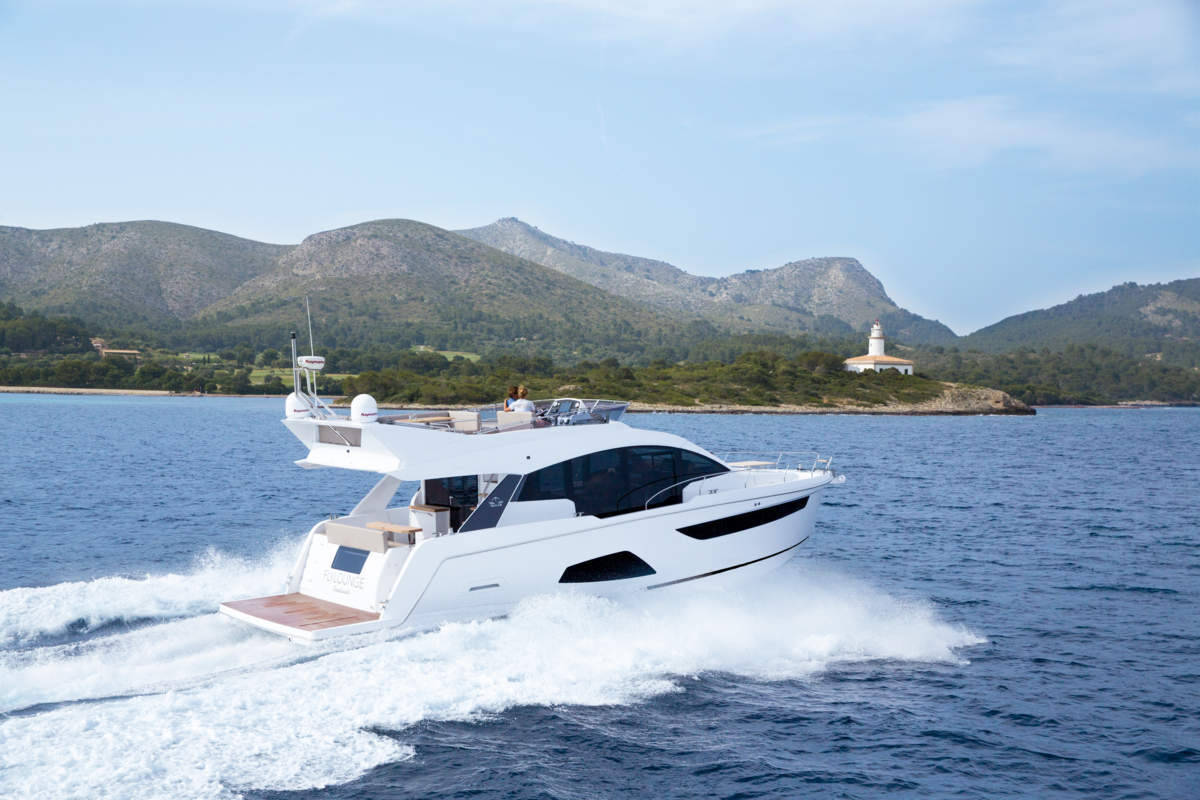 Sealine F530 on test