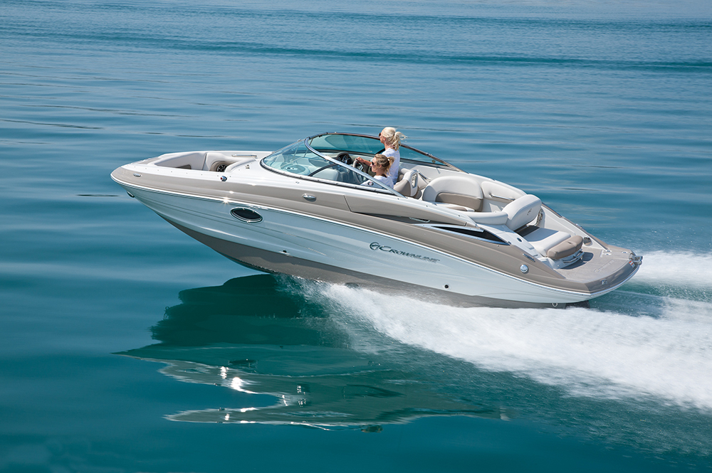 Deck Boats: Crownline E2