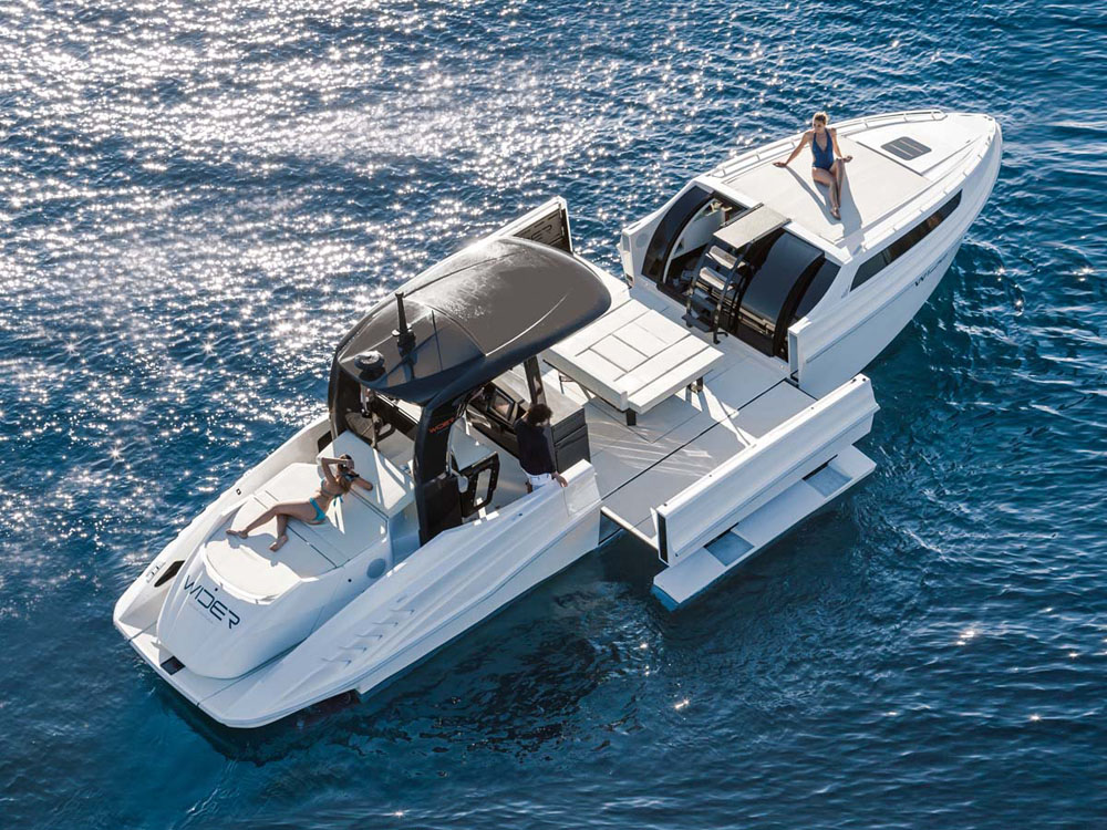 Wider 42 - best big party boats