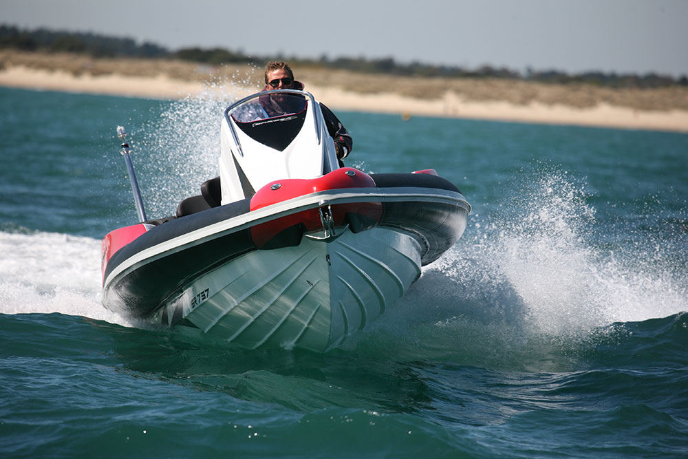 Powerboats: narrow beamed