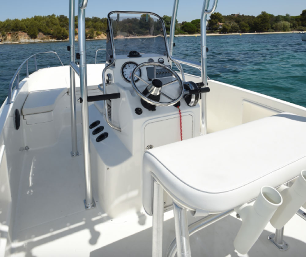 Bayliner Element CC7  central helm