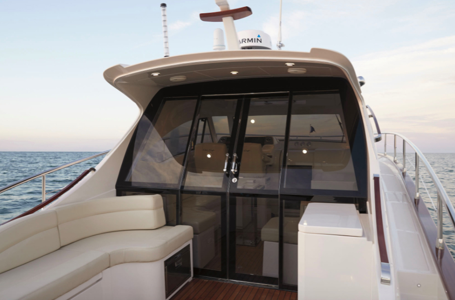 Chris-Craft Commander 42 sliding doors