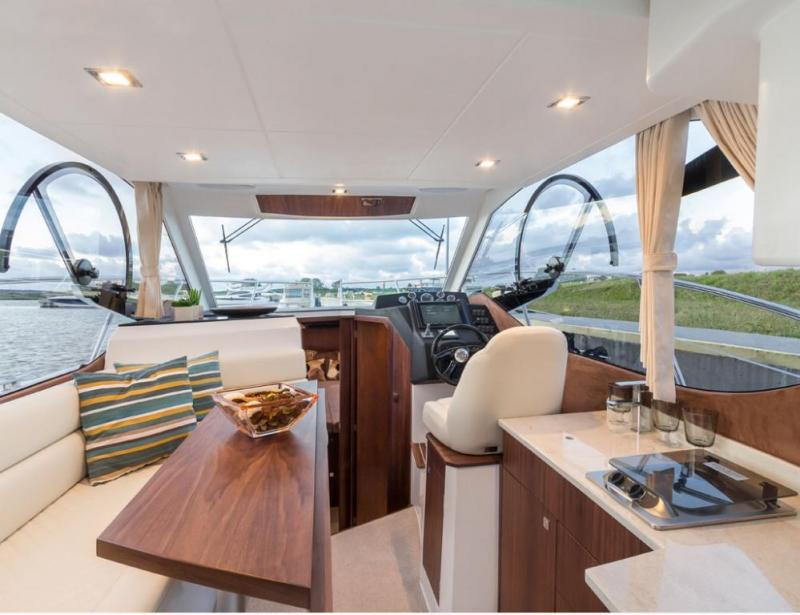 Galeon 300 Fly interior