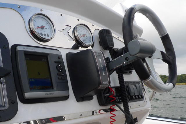 Skua RB6 RIB dashboard