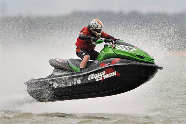 Russell Marmon wins P1 AquaX at Cowes