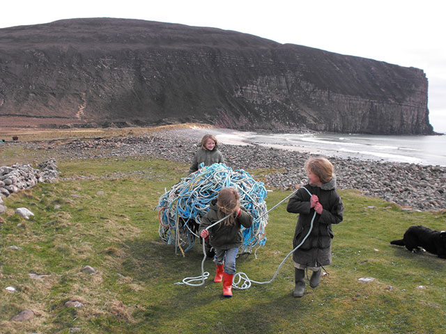 Youngsters removing rubbish in Orkney