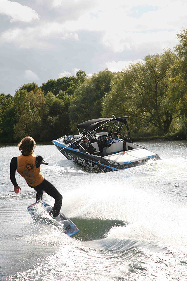 Axis A20 wakeboarder