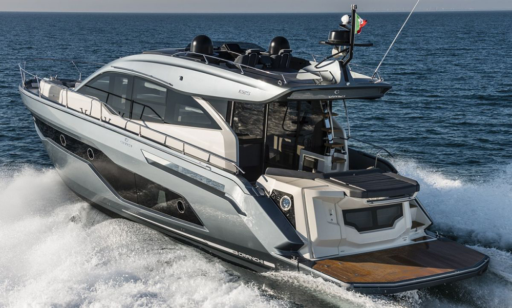 Flybridge cruisers: Cranchi E52