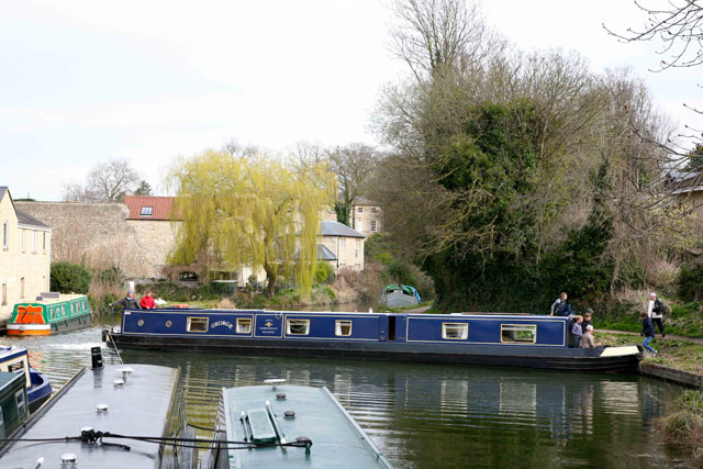 Narrowboat at a winding hole