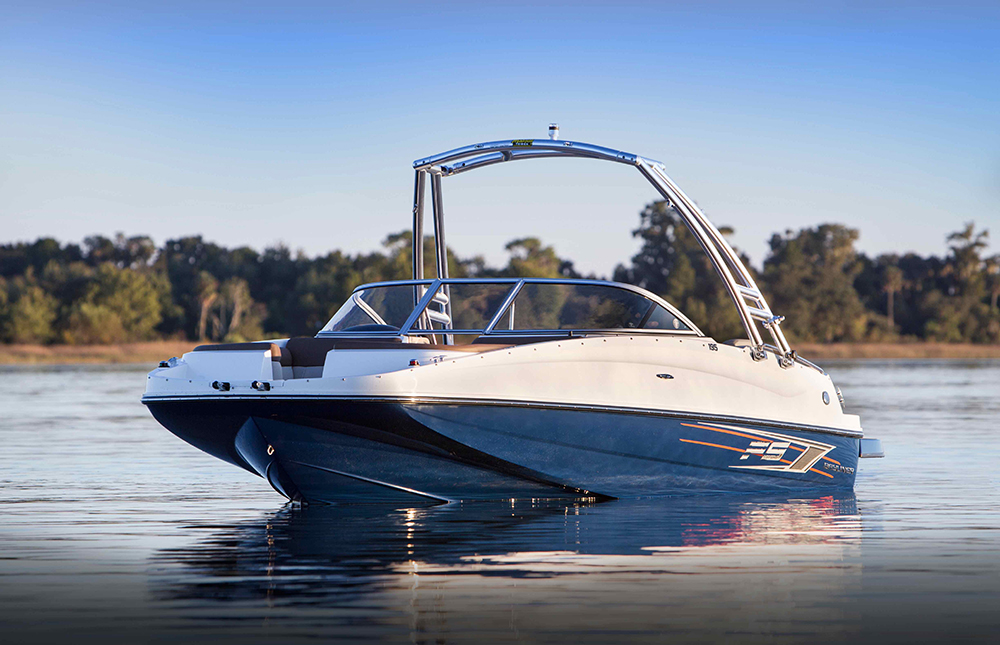 Deck boats: Bayliner 195