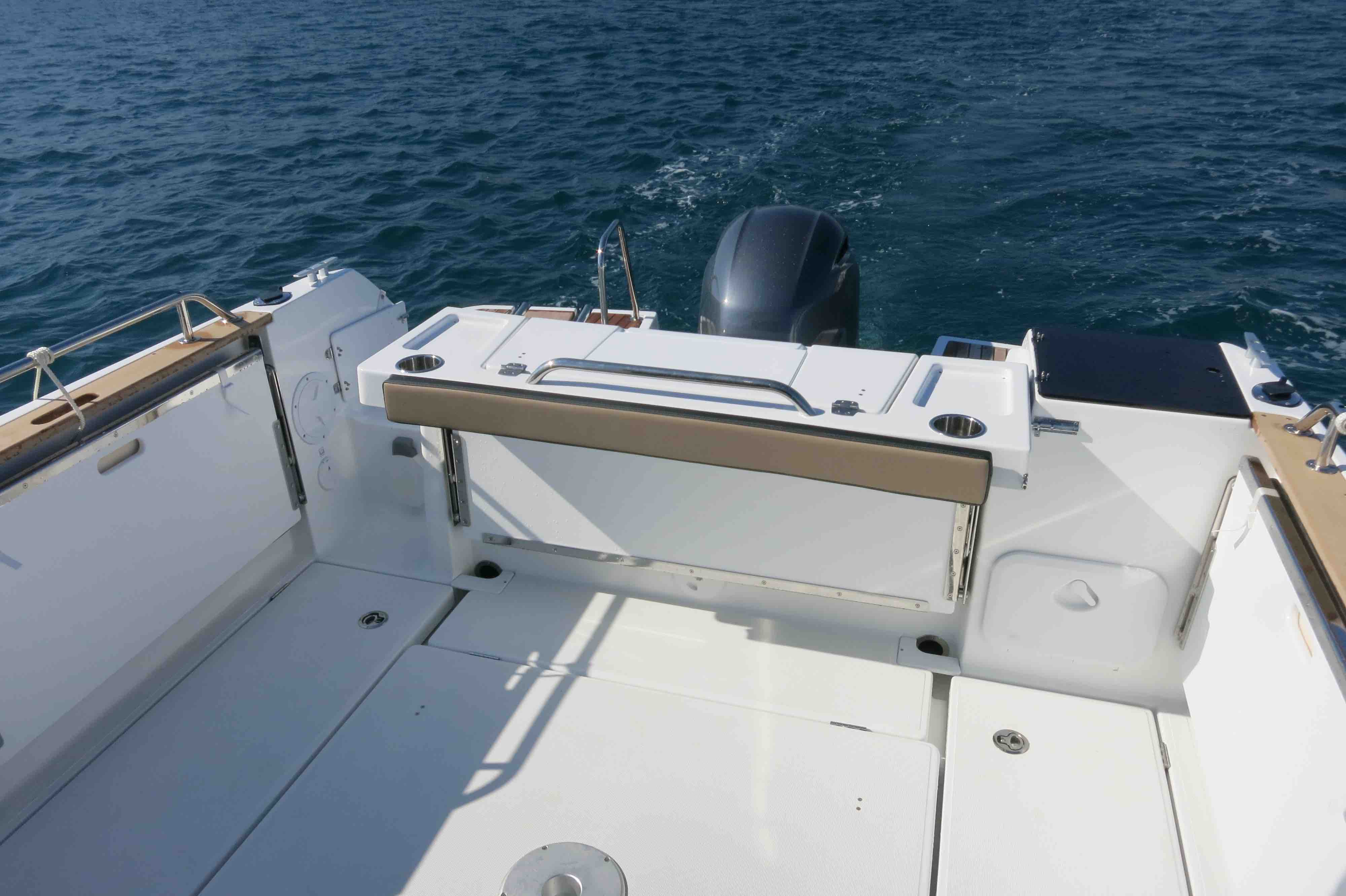 Jeanneau Merry Fisher 795 Marlin cockpit