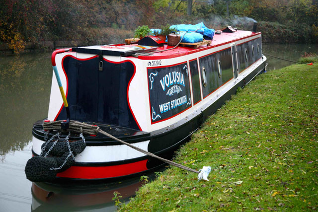 Tying up ashore – How to park a narrowboat