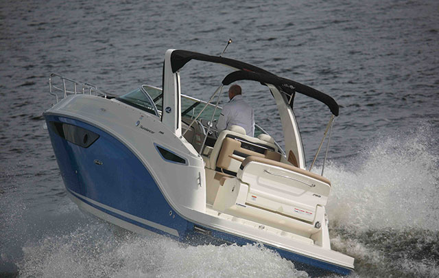 Sea Ray 265 Sundancer from astern