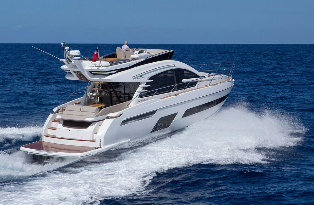 Flybridge cruisers: Fairline Squadron