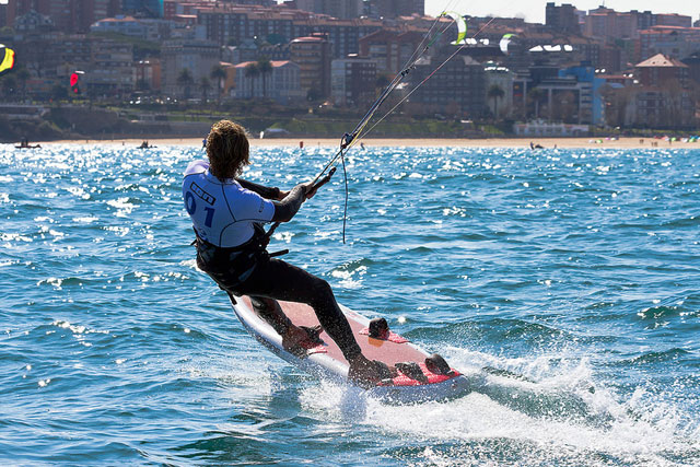 Kitesurfing trials in Santander
