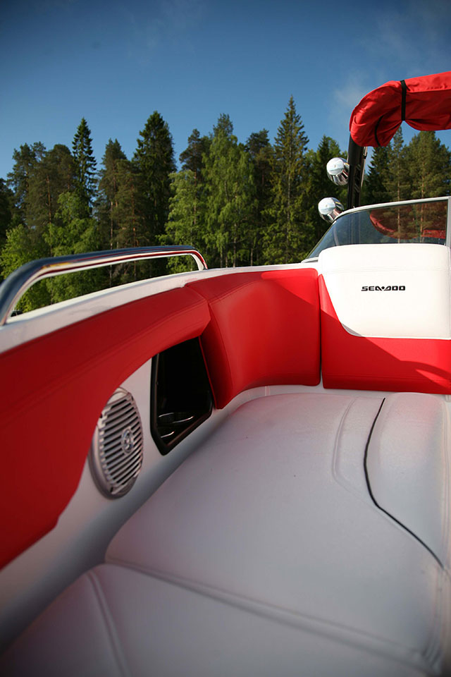 Sea-Doo Wake bow lounge space