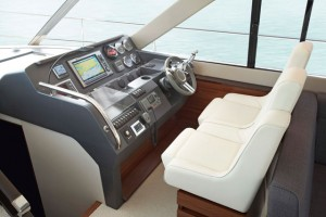Sealine F48 helming position