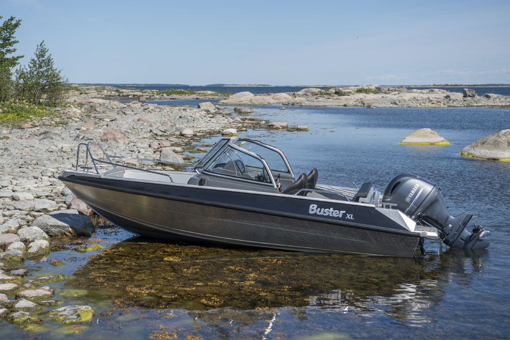 Buster XL: best first powerboats