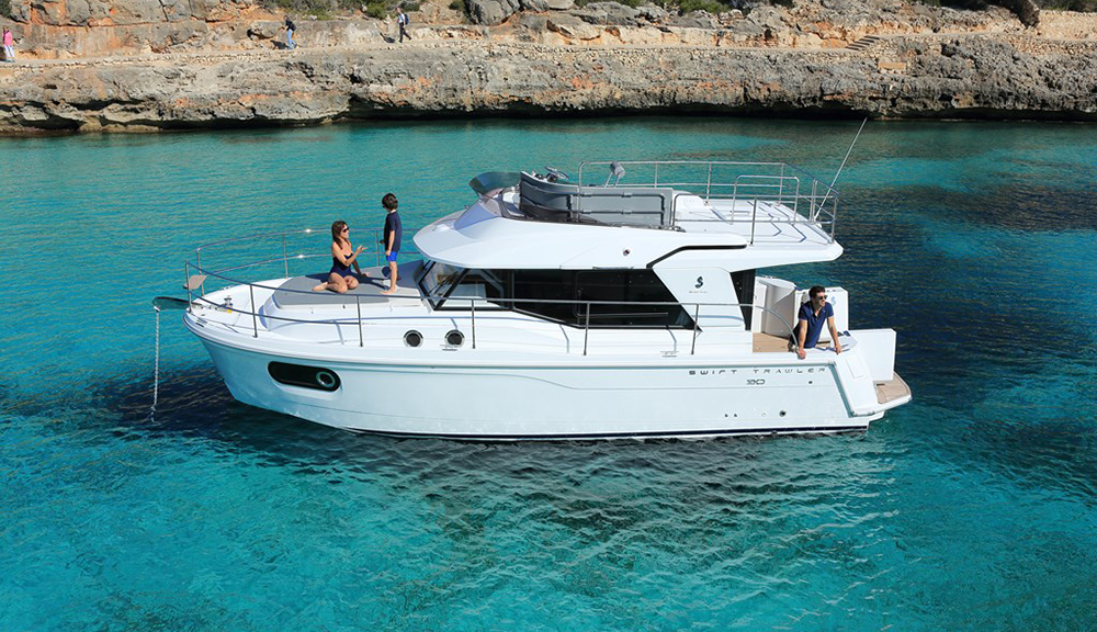 Flybridge cruisers: Beneteau Swift Trawler 30