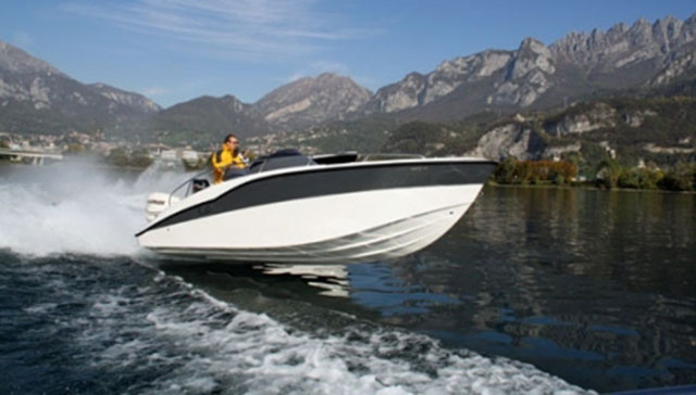 10 eye-catching powerboats