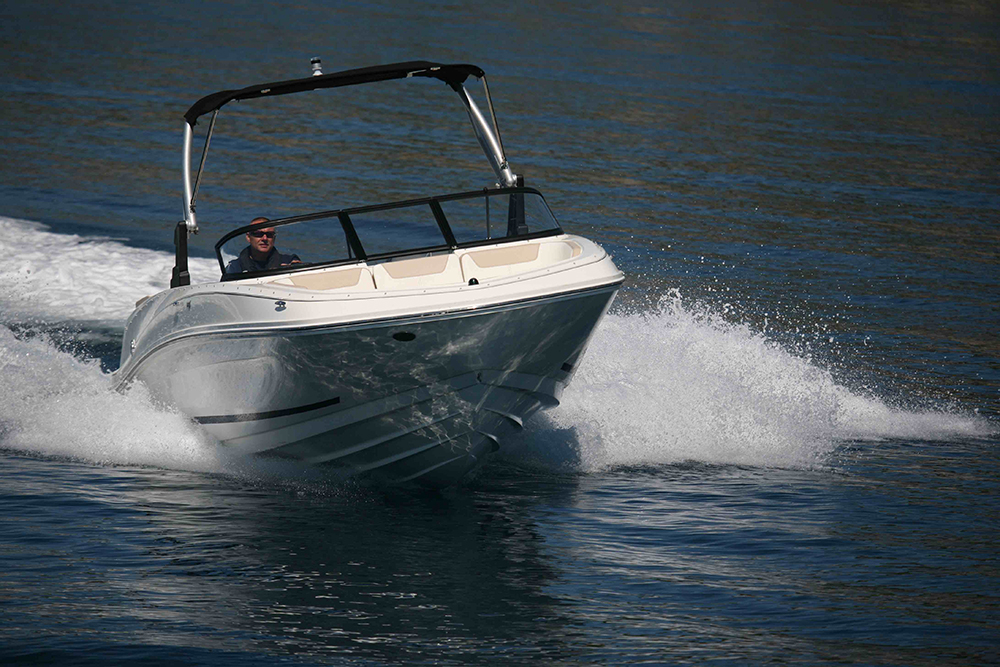 20-foot powerboats Bayliner VR6