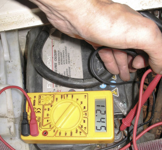Voltmeter: making boat batteries last longer