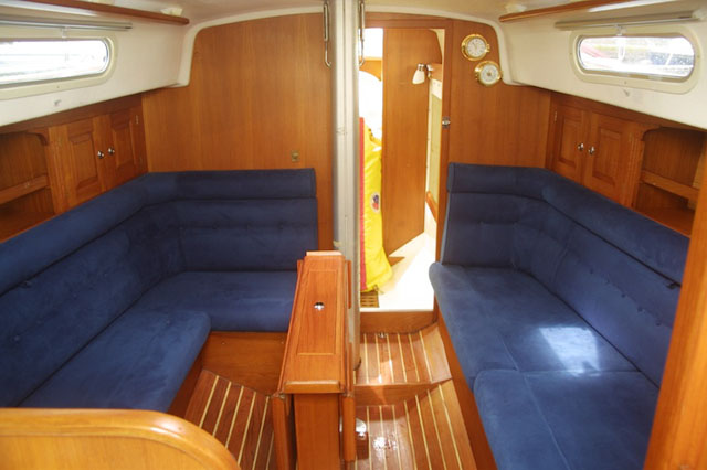 Declutter the interior – how to keep your boat clean