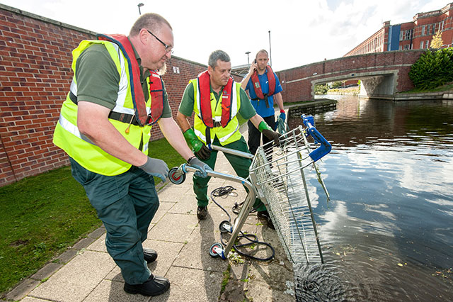 Clearing-up-shopping-trolleys-from-waterways
