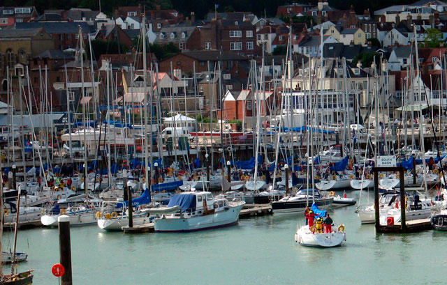 Marina berthing in Cowes Yacht Haven - how to berth your boat in a marina
