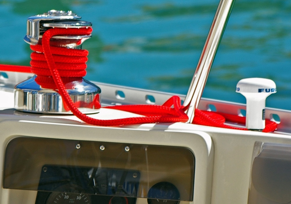 Summer yacht maintenance: essential tips